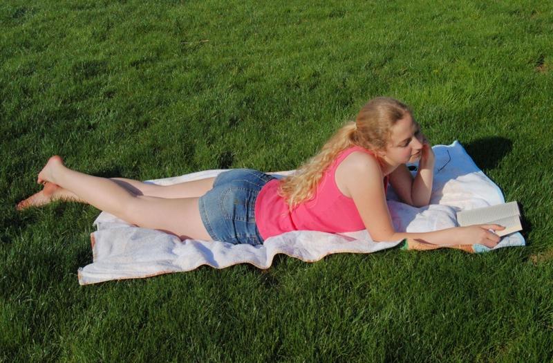 reading_grass